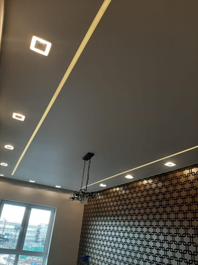 установка натяжных потолков со световыми линиями москва